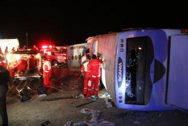 واژگونی اتوبوس در رفسنجان ۲۲ کشته و مصدوم بر جای گذاشت/تصاویر