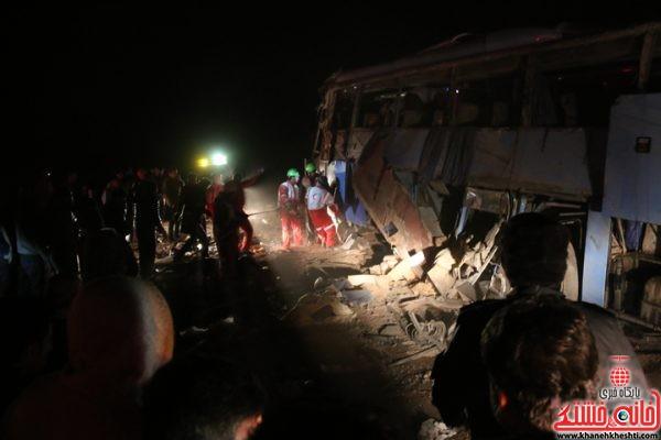 واژگونی یک دستگاه اتوبوس با 22 سرنشین در محور کرمان به رفسنجان