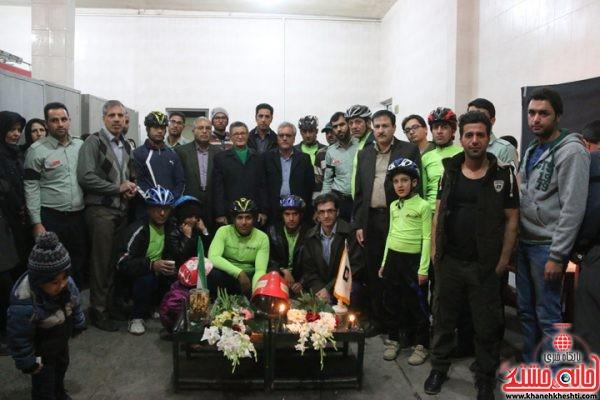 هیئت دوچرخه سواری شهرستان در همدردی مردم رفسنجان با خانوادههای شهدای آتشنشان با حضور در ایستگاه آتشنشانی شماره 3 شهرستان رفسنجان