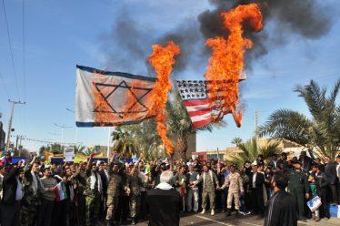 حضور در راهپیمایی ۲۲ بهمن امسال پاسخ دندان شکن به اظهارات سخیف ترامپ است
