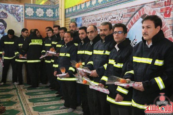 تقدیر از آتش نشانان قهرمان رفسنجان در نماز جمعه امروز در مصلی امام خامنه ای