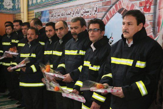 تجلیل از آتش نشانان رفسنجان در جمع نمازگزارن روز جمعه / عکس