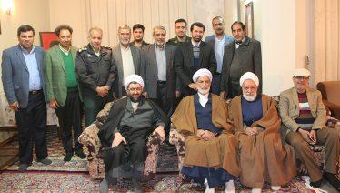 دیدار مسئولین رفسنجان با خانواده اولین شهید انقلاب شهرستان / عکس