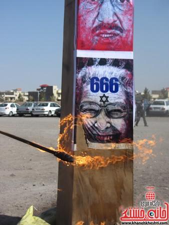 ابلیسک آمریکا و اسراییل در راهپیمایی 22 بهمن به همت حوزه بسیج دانش آموزی رفسنجان به آتش کشیده شد.ابلیسک آمریکا و اسراییل در راهپیمایی 22 بهمن به همت حوزه بسیج دانش آموزی رفسنجان به آتش کشیده شد.