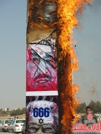 ابلیسک آمریکا و اسراییل در راهپیمایی 22 بهمن به همت حوزه بسیج دانش آموزی رفسنجان به آتش کشیده شد.