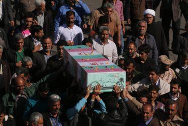 استقبال مردم کبوترخان رفسنجان از کاروان شهدای گمنام و شهید غواص / عکس
