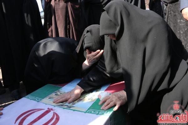 دیدار مادر و خانواده شهید حسن عبداللهی با پیکر مطهر شهید پس از 31 سال فراق