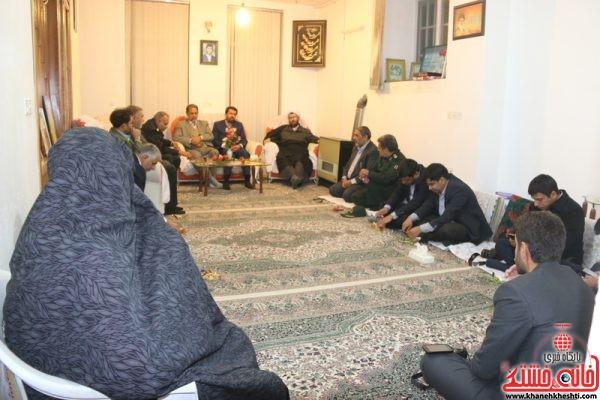 دیدار مسئولین رفسنجان با خانواده شهید محسن باقریان