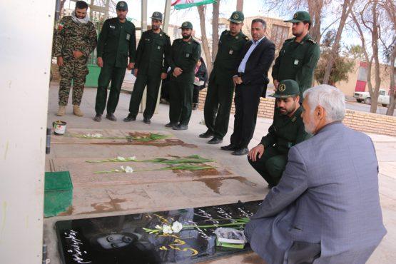 قبور مطهر شهدای خلیل آباد رفسنجان گلباران شد/تصاویر