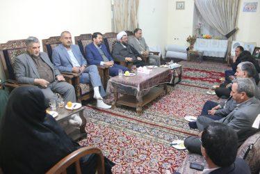 دیدار مسئولین رفسنجان با خانواده شهیدان والامقام دهقان رجبی/تصاویر