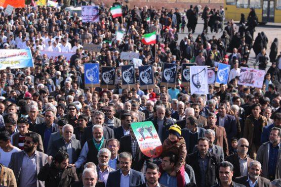 ملت ایران اسلامی در جشن چهلمین سالگرد انقلاب مقاومتر حضور دارند