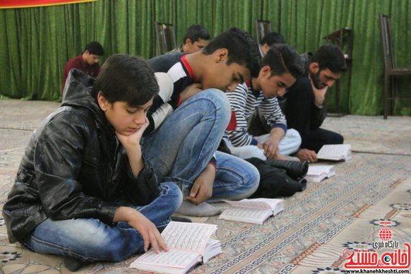 حضور جوانان و نوجوانان در یادواره شهدای منطقه گرگین رفسنجان در مسجد الزهرا (س)