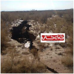 اتفاق نادر و عجیب در رفسنجان ؛ شکاف زمین بعد از بارندگی های اخیر در روستای ناصریه + عکس