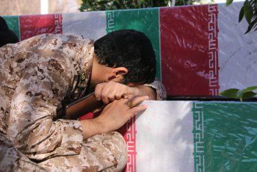 لحظات ناب استقبال از کاروان شهدای گمنام و شهید غواص حسن عبداللهی در رفسنجان از قاب دوربین خانه خشتی