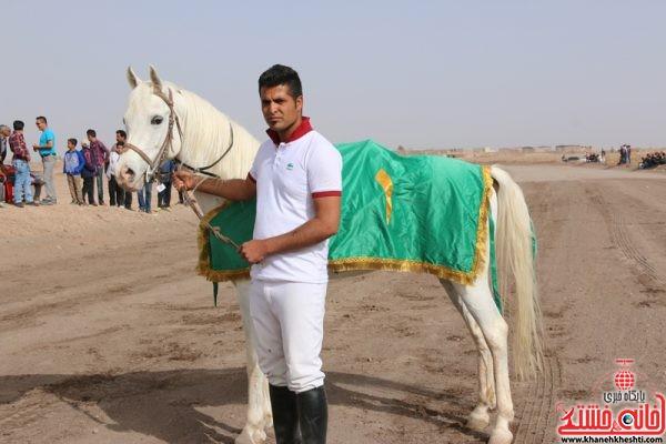 گروه اسب های نژاد عرب مسافت 1200 متر نام اسب فراری مالک و مربی عبدالحسین مجد سوارکار مرتضی دادا
