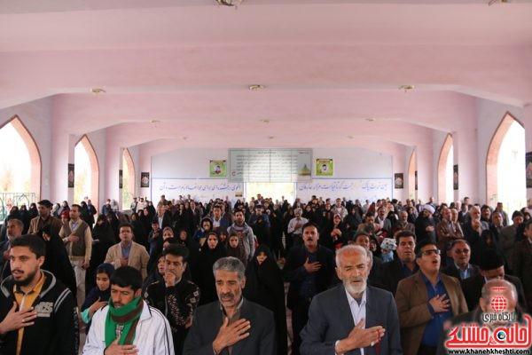 مراسم تحویل سال نو 1396 در گلزار شهدای (عباس آباد ) رفسنجان با حضور خانواده شهدا و مردممراسم تحویل سال نو 1396 در گلزار شهدای (عباس آباد ) رفسنجان با حضور خانواده شهدا و مردم