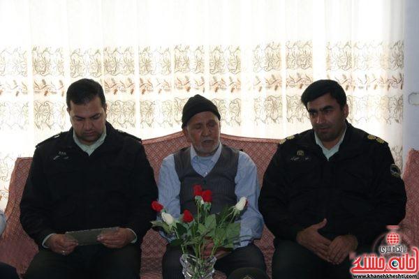 دیدار نوروزی سرهنگ خلیلی جانشین نیروی انتظامی رفسنجان به همراه جمعی از کارکنان نیروی انتظامی با خانواده شهید علی صباغ