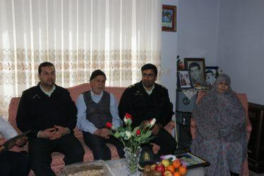دیدار نوروزی جانشین نیروی انتظامی رفسنجان با خانواده شهید صباغ/تصاویر