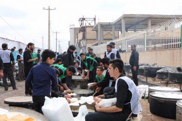 توزیع ٢٠هزار غذای نذری توسط موکب رباب در رفسنجان / تصاویر