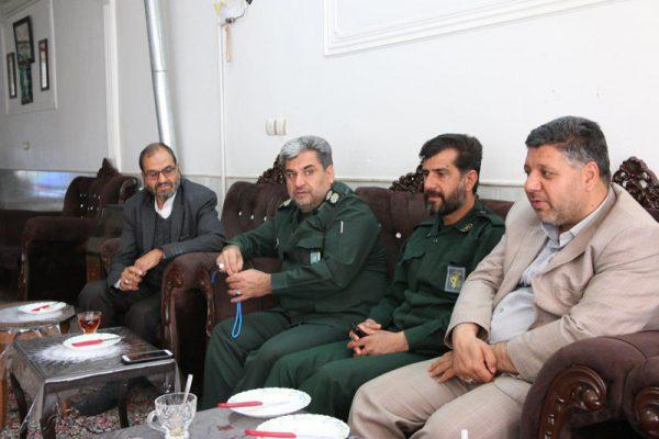 دیدار فرمانده سپاه رفسنجان با خانواده شهیدان کربلایی علیزاده