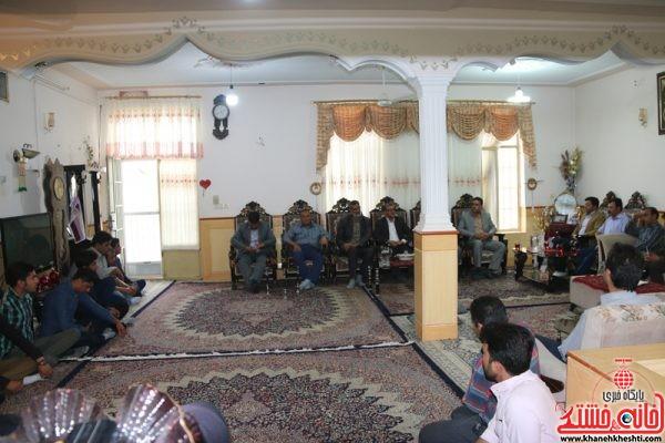 دیدار صمیمی دانشجویان دانشگاه کار رفسنجان با حسین محمدی نسب جانباز 70 درصد رفسنجانی در منزل ایشان