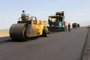 روند آسفالت سازی جاده جوادیه فلاح رفسنجان به بافق یزد / تصاویر