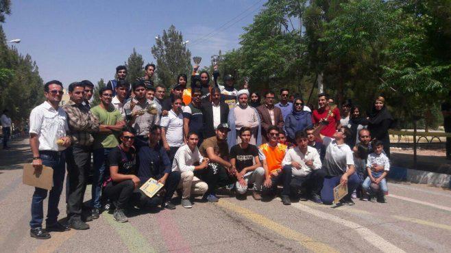 اولین دوره مسابقات اتومبیلرانی اسلالوم در دانشگاه آزاد اسلامی رفسنجان برگزار شد