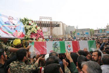 پیکر شهید مدافع حرم حامد بافنده در رفسنجان تشییع و خاکسپاری شد / تصاویر