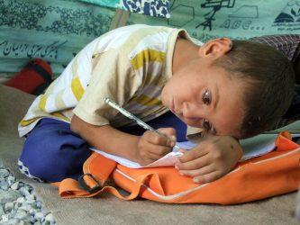 حامیان نیازمندان در رفسنجان این بار برای دانش آموزان نیازمند آستین بالا می زنند