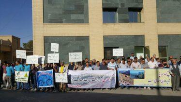 اعتراض طبیعت دوستان رفسنجان نتیجه داد / معدن کوه سرخ تعطیل شد