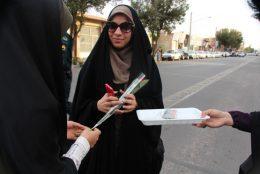 تکریم دختران و بانوان محجبه در رفسنجان / گزارش تصویری