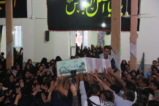 لحظات ناب استقبال از شهید محمد علی محمد صادقی در رفسنجان از قاب دوربین خانه خشتی