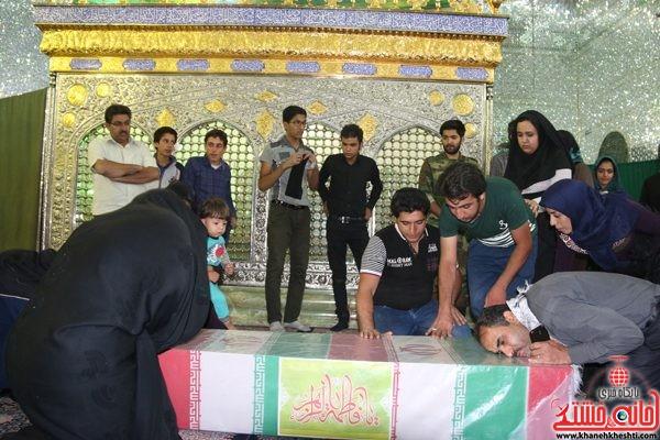 طواف شهید محمد علی محمد صادقی در امامزاده سیدرضا(سید غریب) شهرستان رفسنجان