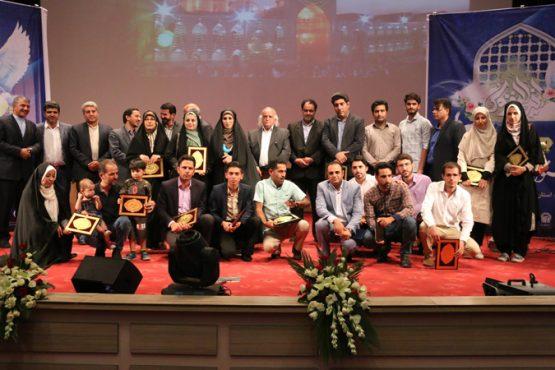 از برگزیدگان جشنواره ملی شعر رضوی در رفسنجان تجلیل شدند/تصاویر