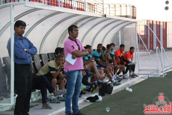 علی سامره سرمربی تیم فوتبال صنعت مس رفسنجان در مسابقه تدارکاتی با فجر سپاسی شیراز