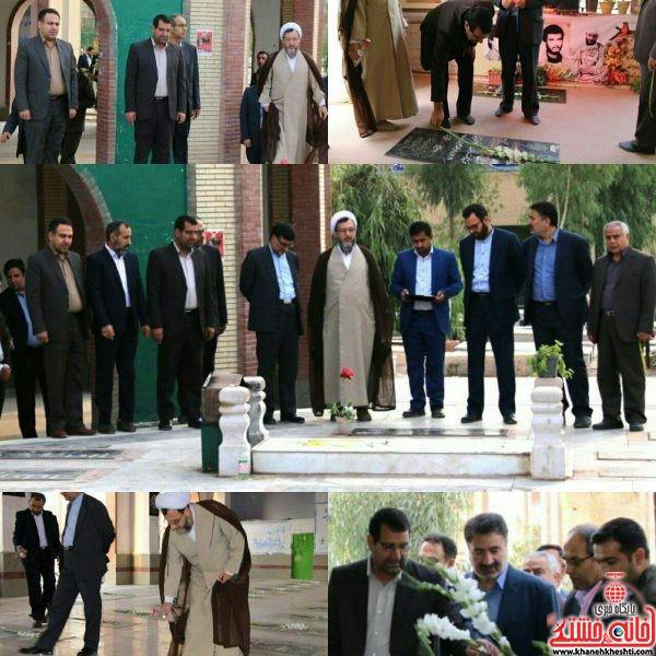 دکترموحد،رییس کل دادگستری استان کرمان به همراه تعدادی از معاونین باحضور در گلزار شهدای رفسنجان و ادای احترام به مقام شامخ شهدا