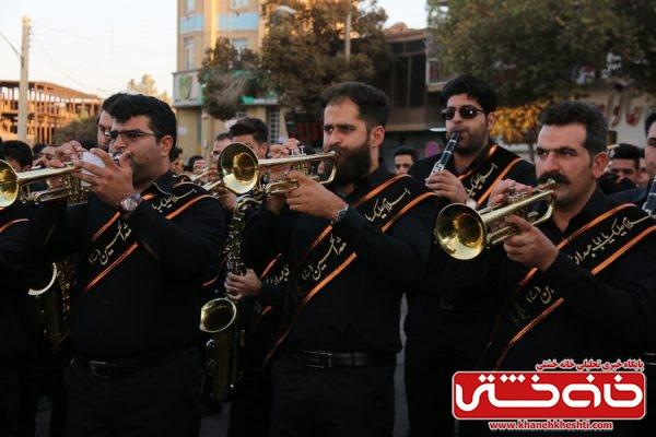 گروه موزیک هیئت علی آباد رفسنجان در مراسم تجمع هیئت های عزاداری در میدان ابراهیم رفسنجان