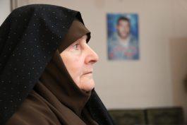 دیدار جمعی از خبرنگاران خانه خشتی با مادر شهید غواص / عکس