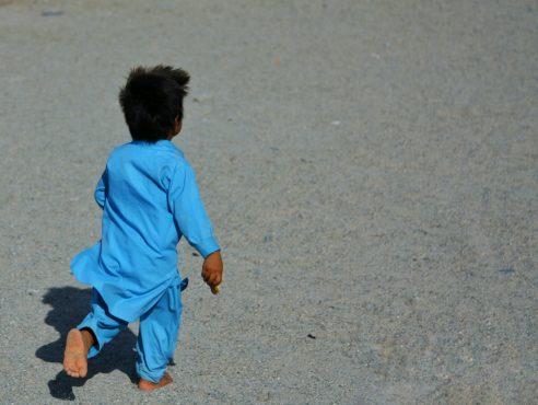 پای برهنه،به جرم تهرانی نبودن