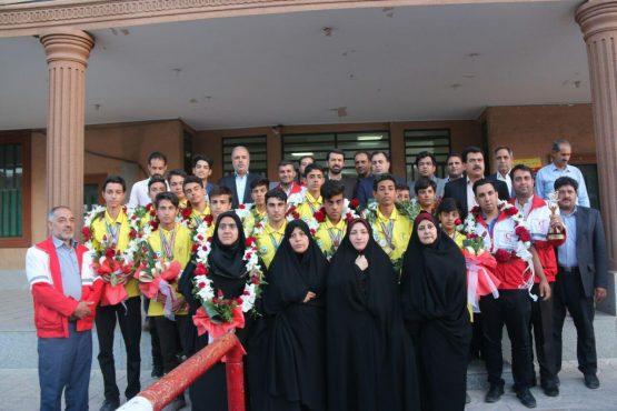 از دانش آموزان تیم دادرس در رفسنجان استقبال شد / تصاویر