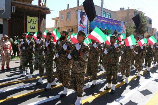 نمایش اقتدار نیروهای مسلح رفسنجان در اولین روز از هفته دفاع مقدس / تصاویر