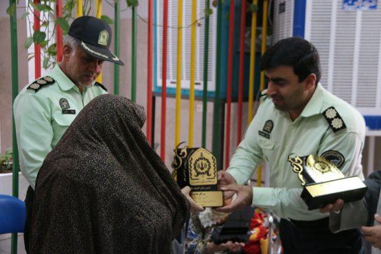 فرمانده انتظامی رفسنجان به عیادت سالمندان رفت / تصاویر