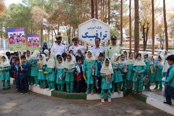 بازدید دانش اموزان پیش دبستانی از پارک ترافیک راهنمایی و رانندگی رفسنجان /تصاویر