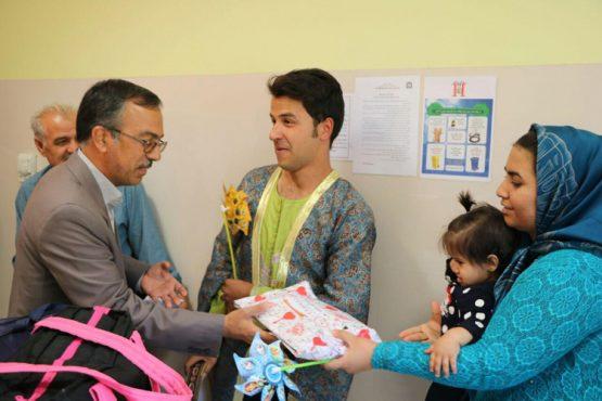 عیادت از کودکان بیمارستان علی ابن ابیطالب(ع) رفسنجان به مناسبت هفته کودک / تصاویر