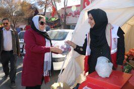 همت مردم رفسنجان برای کمک به زلزله زدگان کرمانشاه / گزارش تصویری