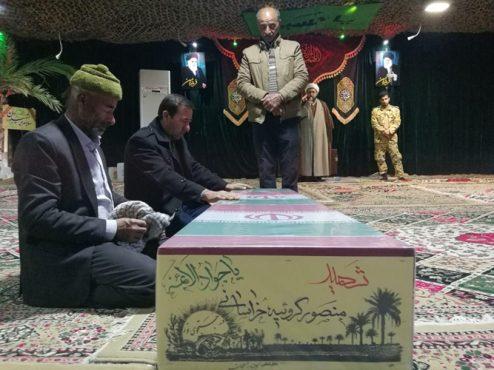 دیدار برادران شهید گروئیه خراسانی پس از ۲۹ سال فراق در معراج الشهدای تهران + عکس