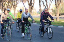 همایش دوچرخه سواری به مناسبت دهه فجر در رفسنجان برگزار شد/تصاویر
