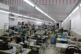استقرار بروزترین تجهیزات صنعتی دوخت جنوب شرق کشور در کارگاه خیاطی موسسه خیریه خیرین گمنام  رفسنجان / عکس