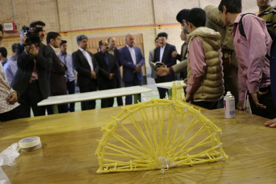 اولین دوره مسابقات دانش آموزی سازه ماکارونی و نجات تخم مرغ در رفسنجان برگزار شد / تصاویر