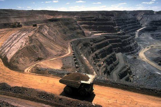 استخراج ۳۵ میلیون تن سنگ سولفور از معادن سرچشمه و میدوک کرمان / تصاویر